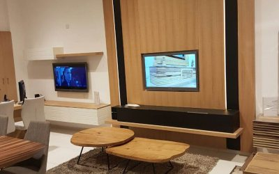 עיצוב אישי מעץ לקיר סלון ארוך