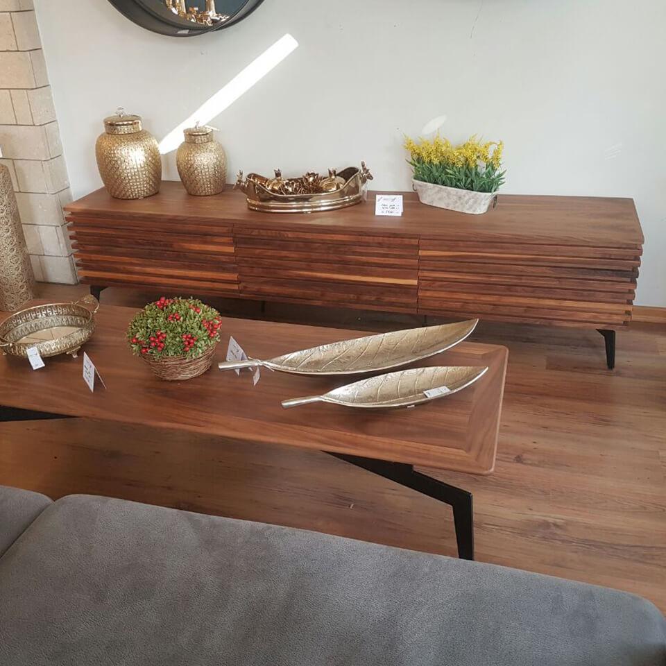 מזנון לסלון מעץ אגוז דגם 'לייסטים' © קומפי רהיטים