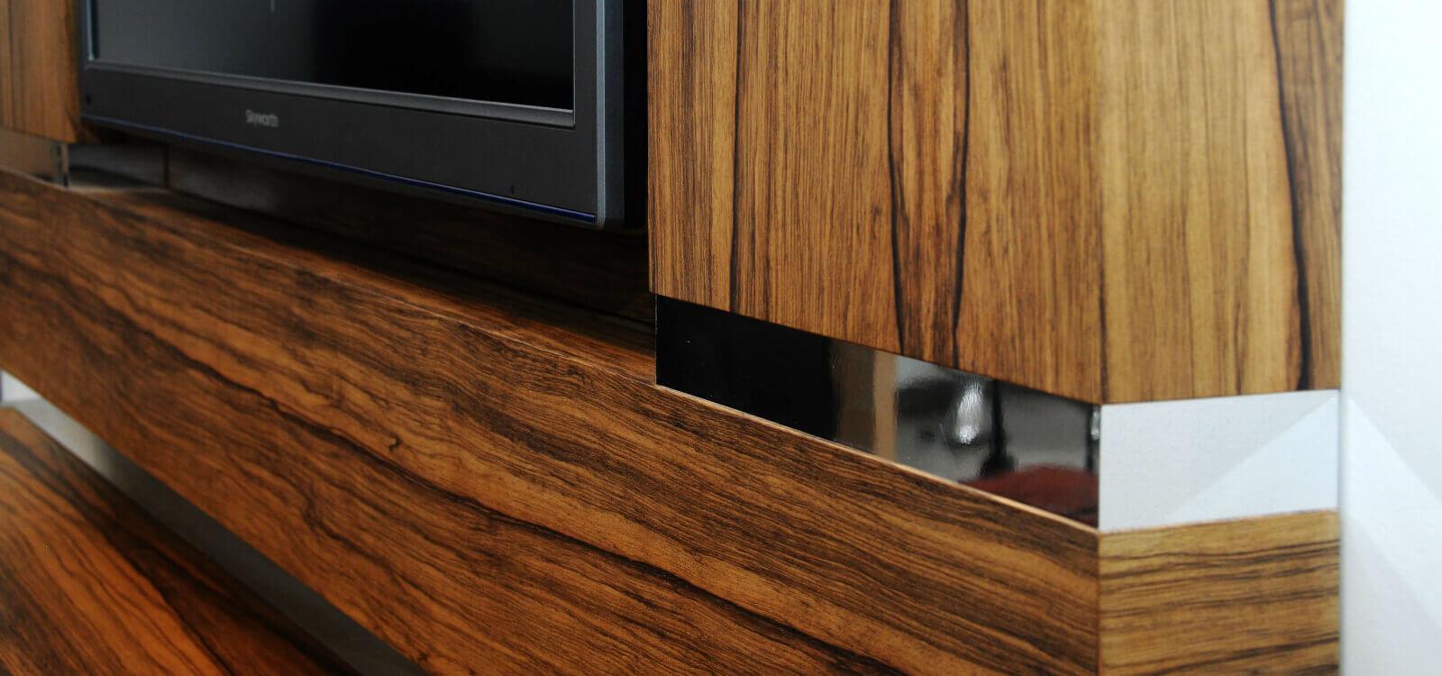 מסגרת לטלויזיה מעץ