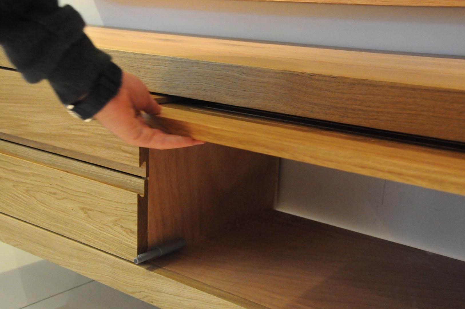 מזנון תלוי ומסגרת לטלויזיה מעץ דגם אלון
