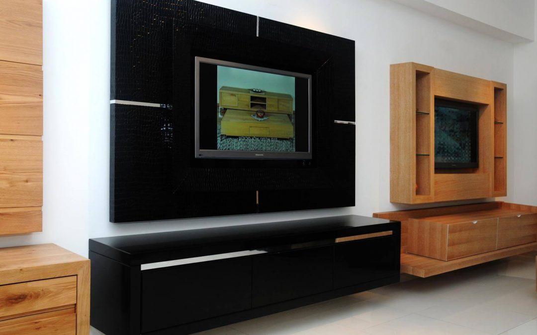 מזנון תלוי לסלון ומסגרת לטלויזיה מעץ דגם 'קרוק'