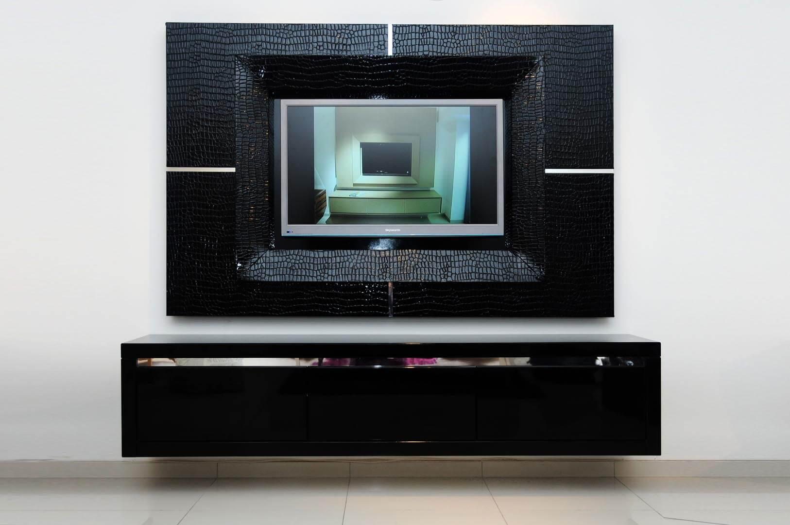 מסגרת לטלויזיה דגם קרוק (שחור)