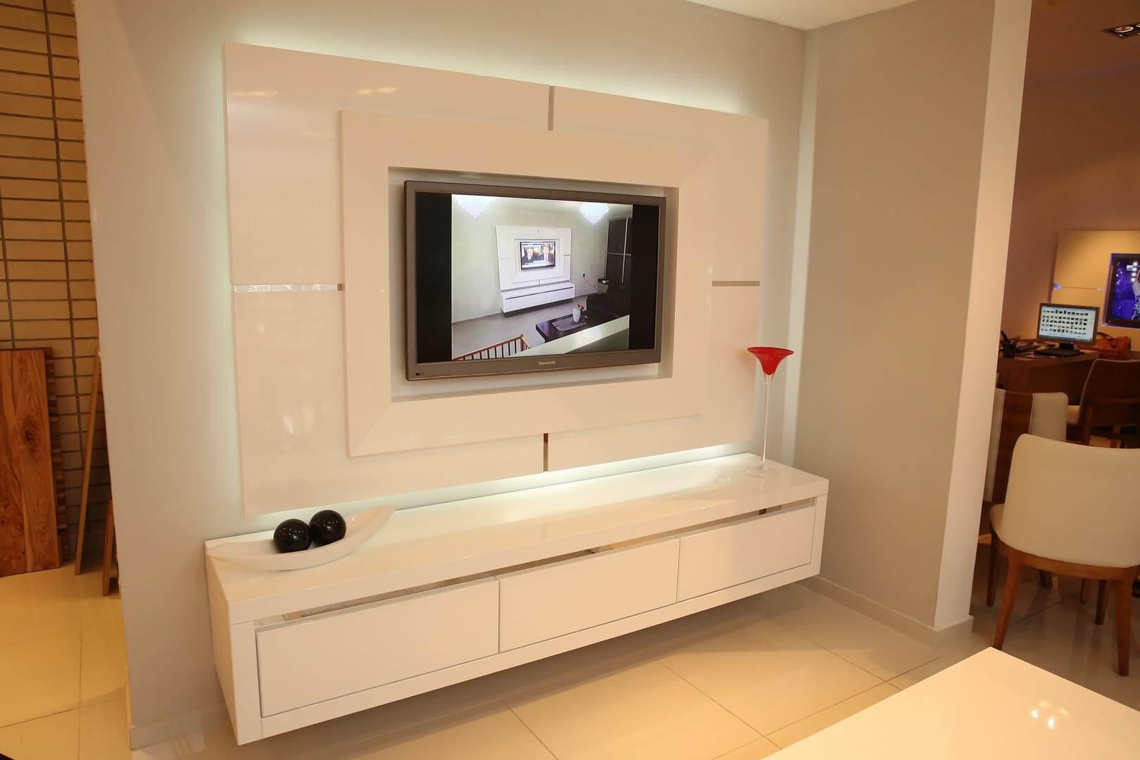 מסגרת לטלויזיה ומזנון תלוי בצבע לבן - קומפי רהיטים מעוצבים
