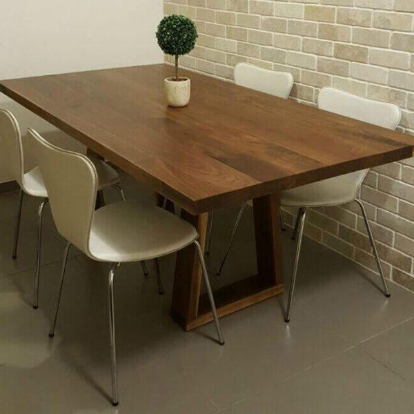 שולחן דגם 'גותי'