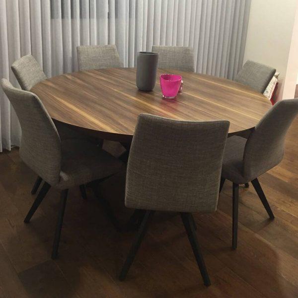שולחן עגול דגם 'דארק'