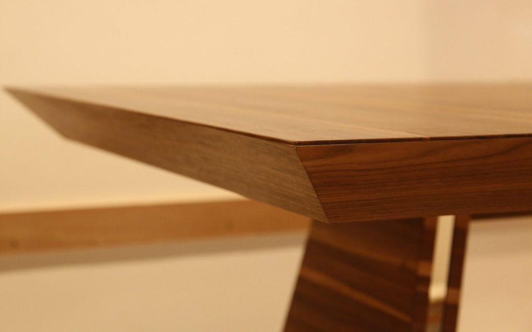 איך להתאים כיסאות לשולחן האוכל