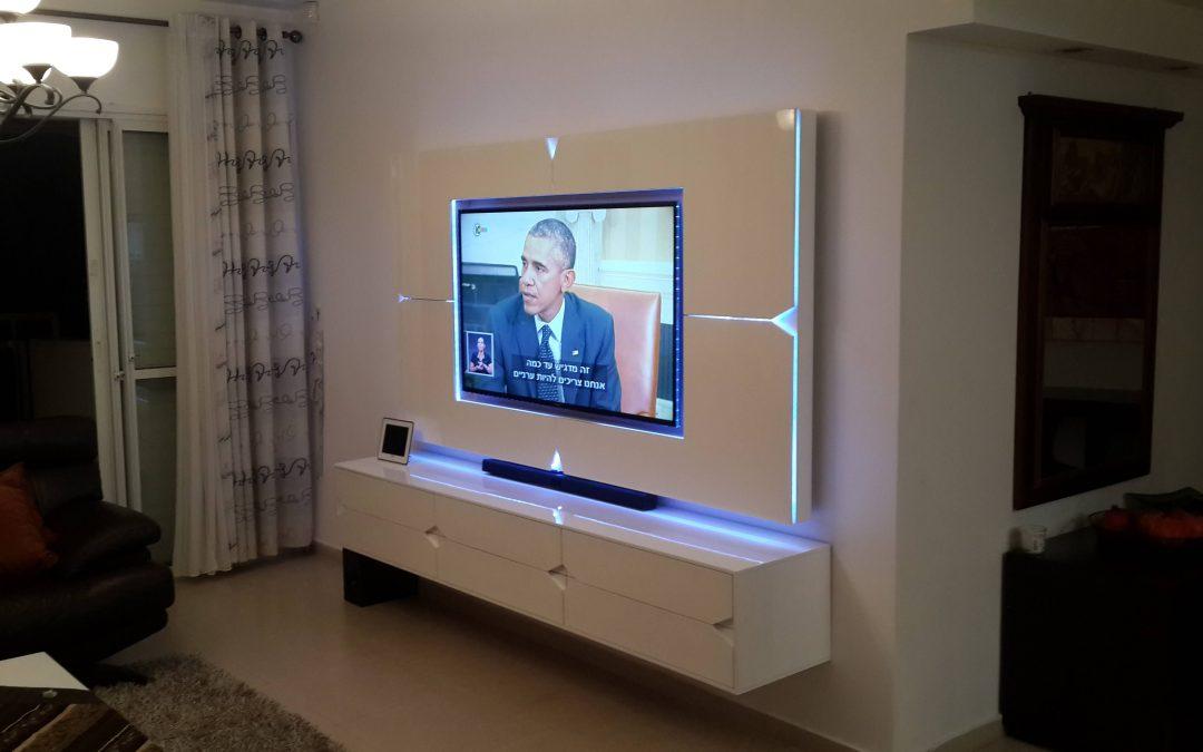 מסגרת לטלויזיה דגם 'מעויינים'