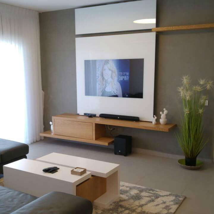 מסגרת לבנה לטלויזיה + מזנון תלוי בהתאמה אישית