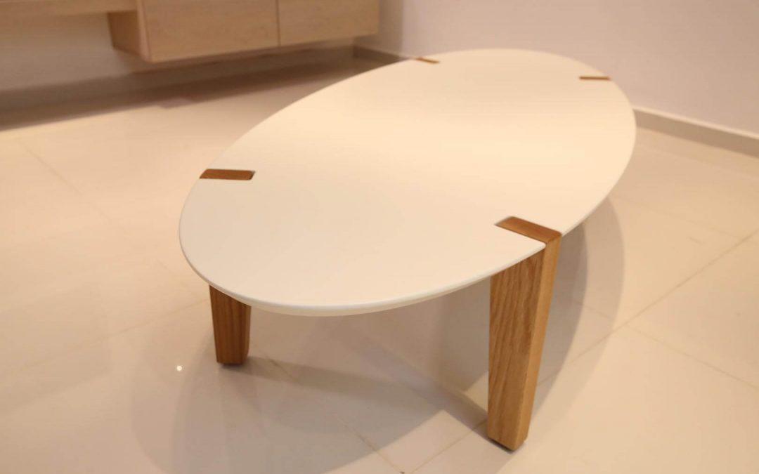 שולחן סלון לבן דגם 'אובלי'