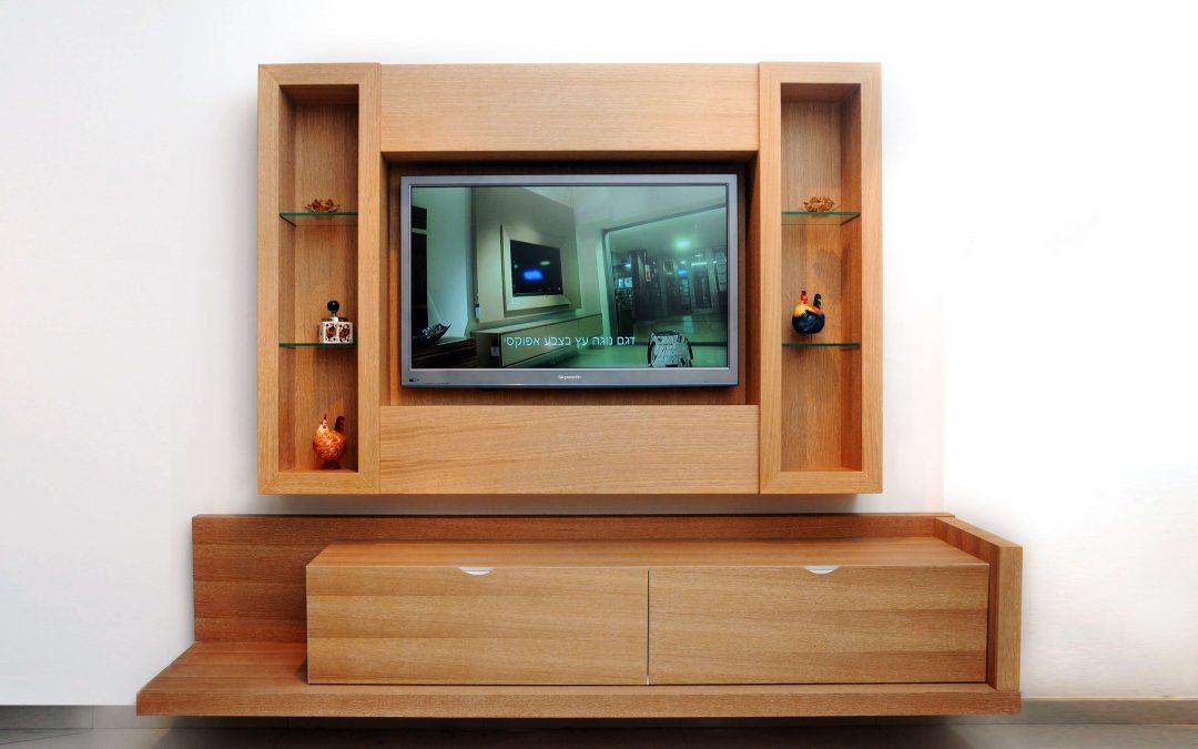 מסגרת לטלויזיה מעץ דגם 'שביט'