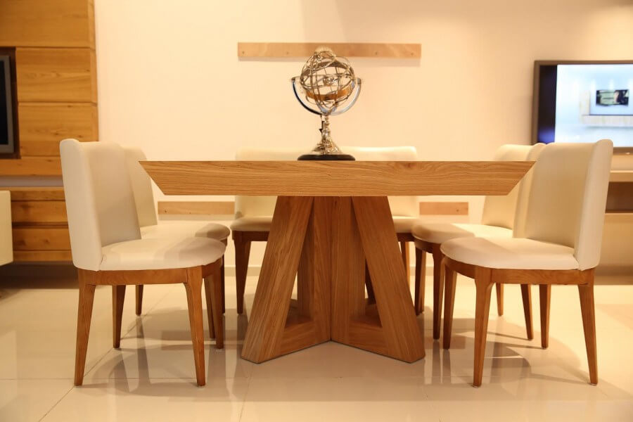 שולחן אוכל מרובע מעץ