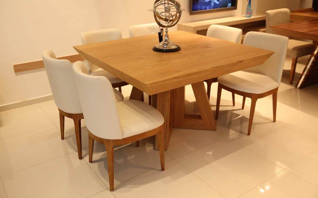שולחן אוכל מרובע מעץ לפינת אוכל