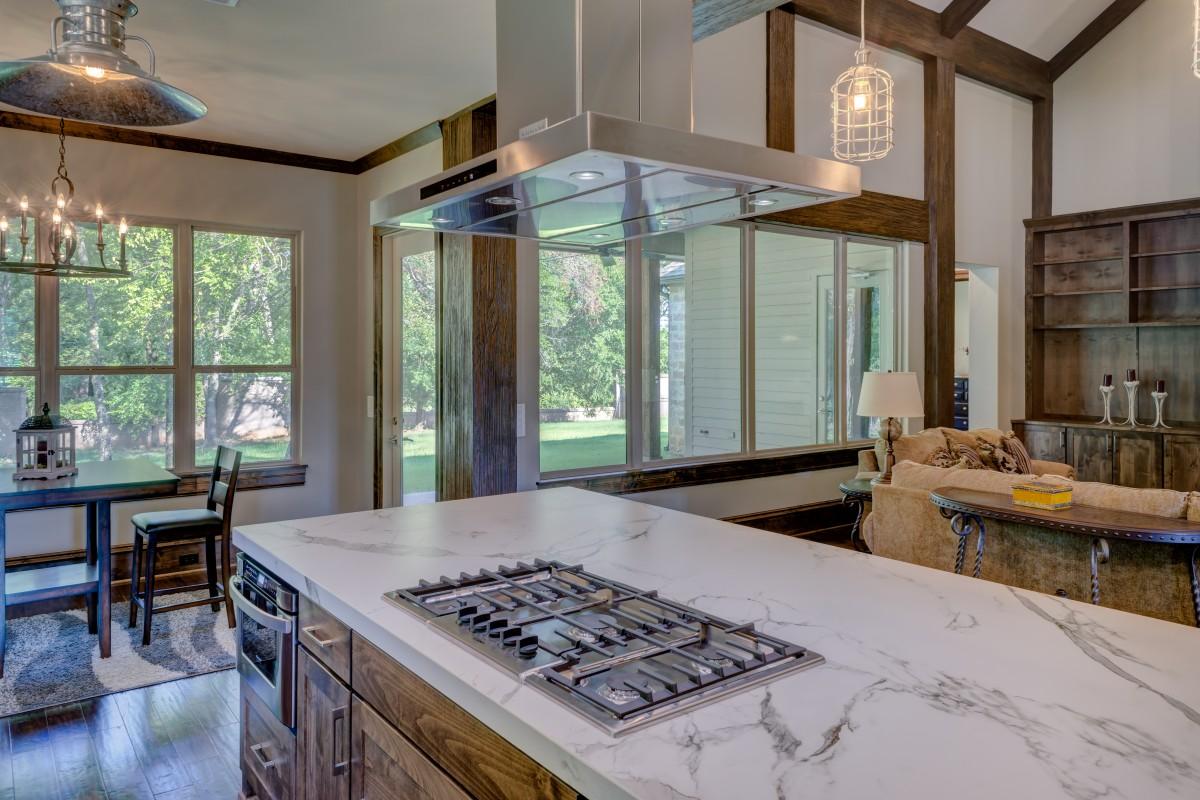 עיצוב המטבח עם רהיטי עץ