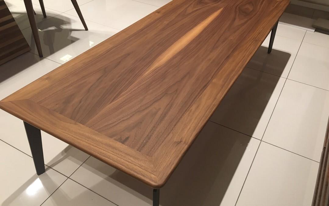 שולחן סלון מעץ דגם 'לייסטים'