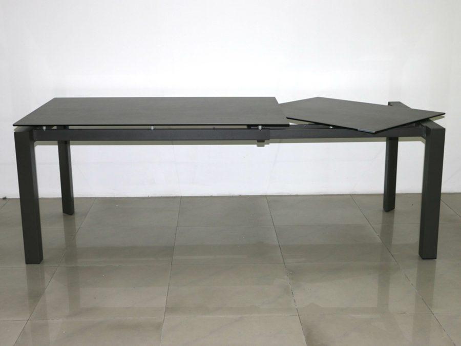 שולחן פינת אוכל קרמי שחור