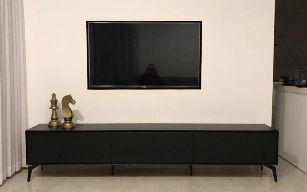 מזנון מעץ ונישה לטלויזיה דגם 'נוגה בלאק'