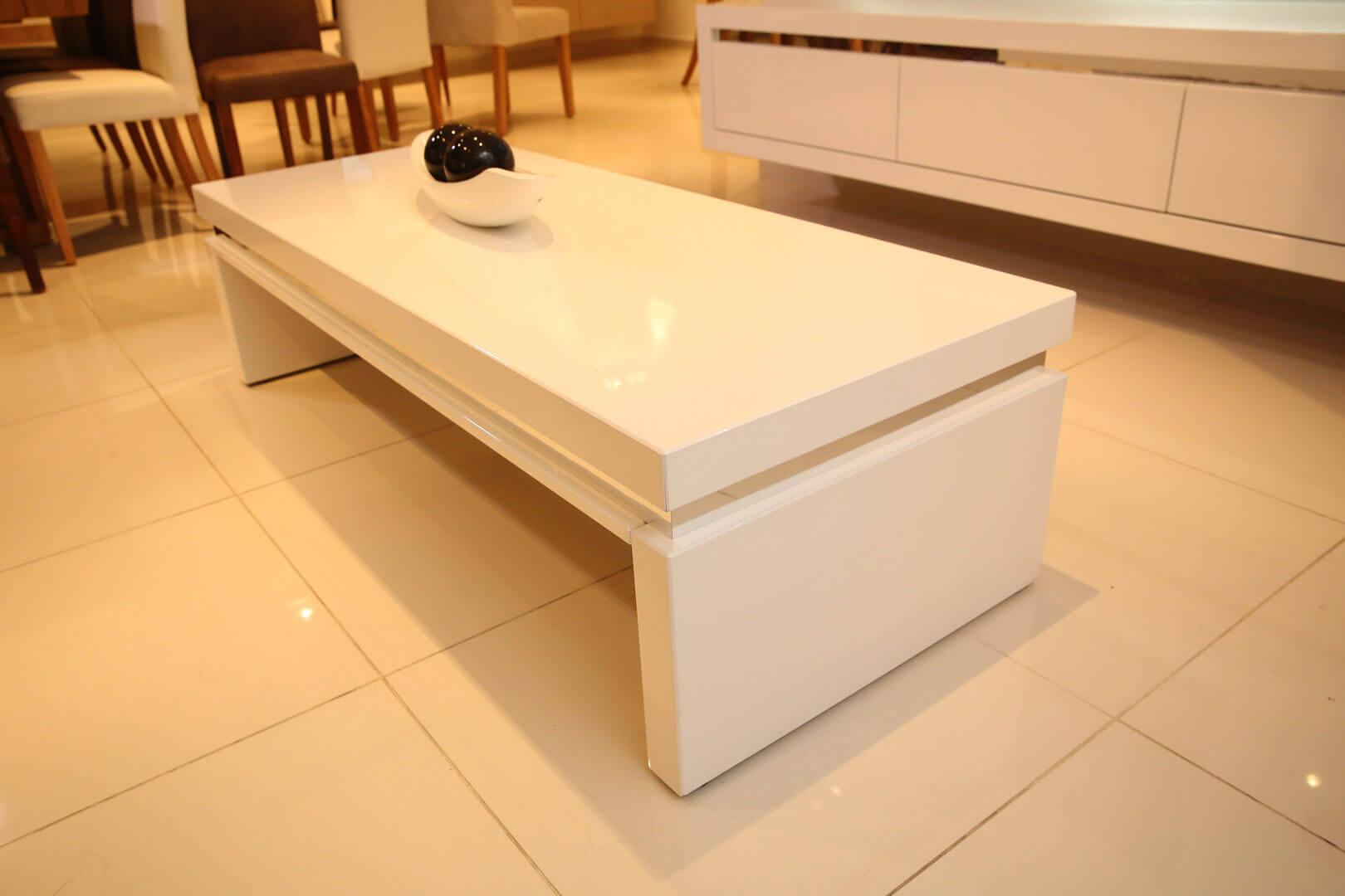 שולחן סלון לבן קרוק